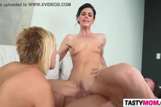 Nailing mother india summer and kate england
